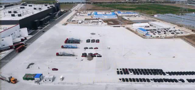 在其他超级工厂关闭的时候 特斯拉上海超级工厂每周生产3000辆汽车